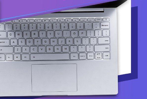Полноразмерная клавиатура с подсветкой