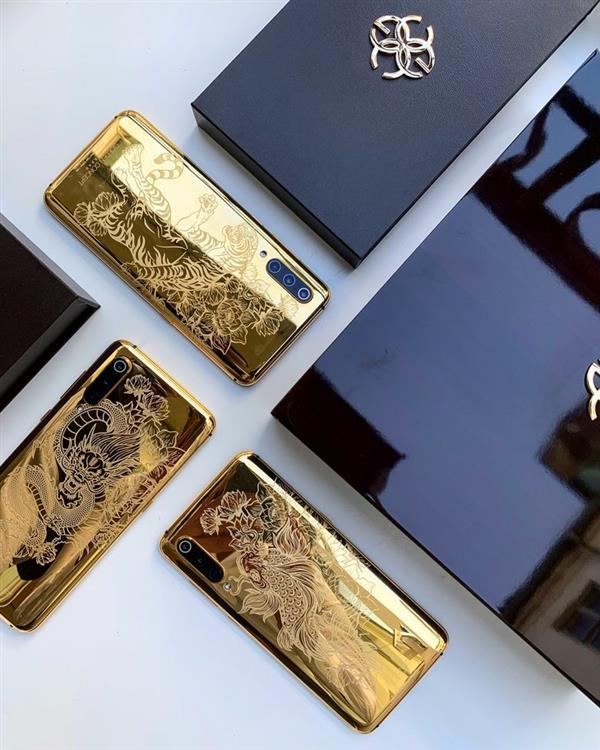 Xiaomi Mi 9 с золотой задней панелью 24 карата