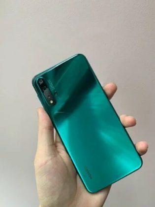 Huawei Nova 5 Pro - задняя панель