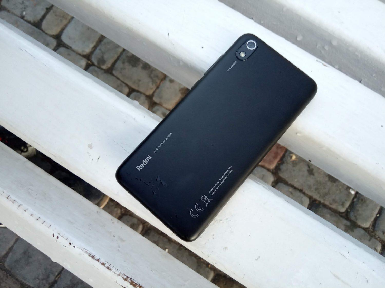 Смартфон защищен от брызг по стандарту P2i