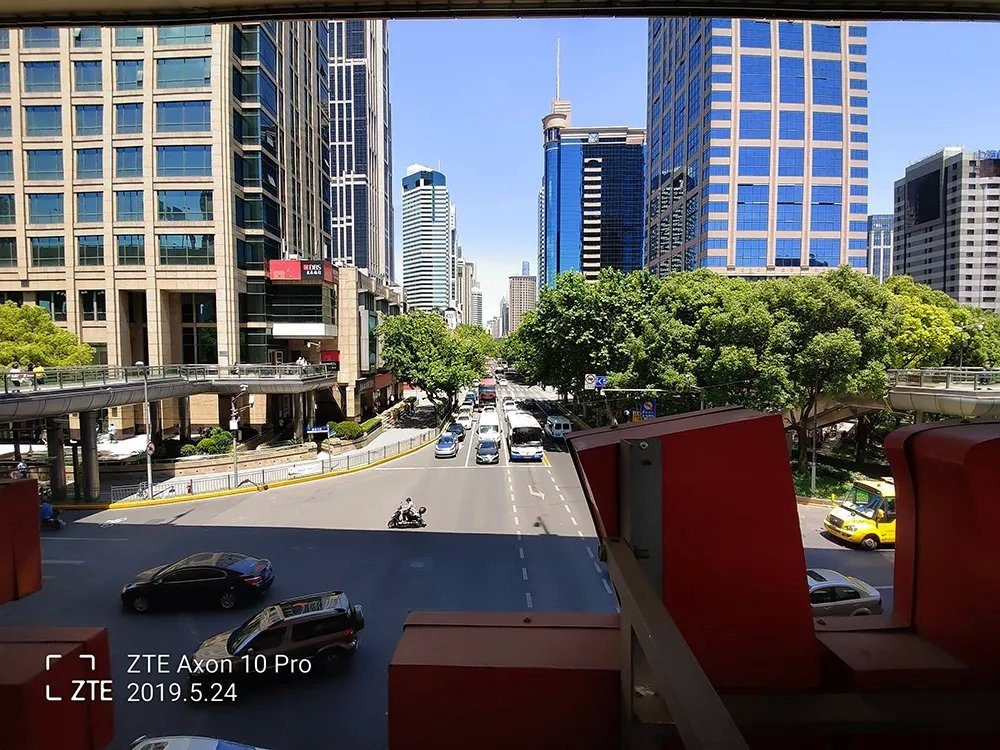 Пример снимка сделанного на ультра-широкоугольный датчик