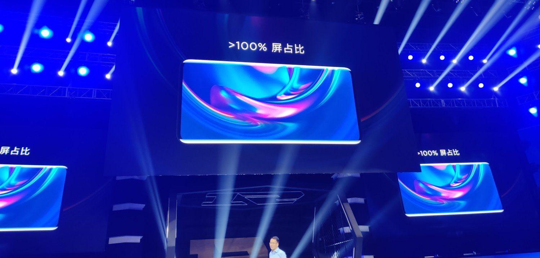 Дисплей занимает 100 % передней панели