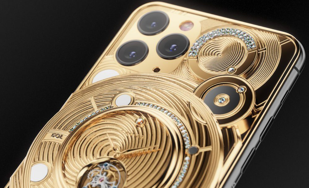 iPhone 11 Pro с слитком золота
