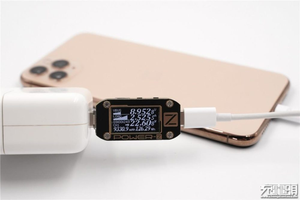 iPhone 11 Pro Max и проводная зарядка