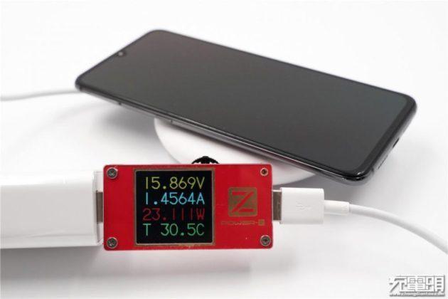 Xiaomi Mi 9 - беспроводная зарядка