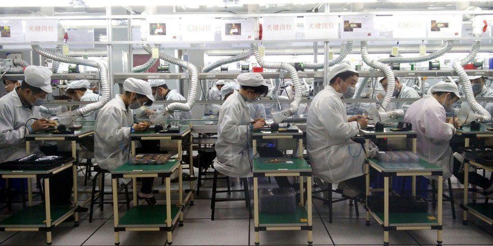 Бракованные iPhone тайванской сборки компании Foxconn продают как новые