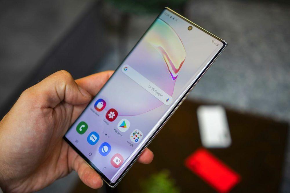 Потребители США также экономят на покупках флагманских смартфонов1