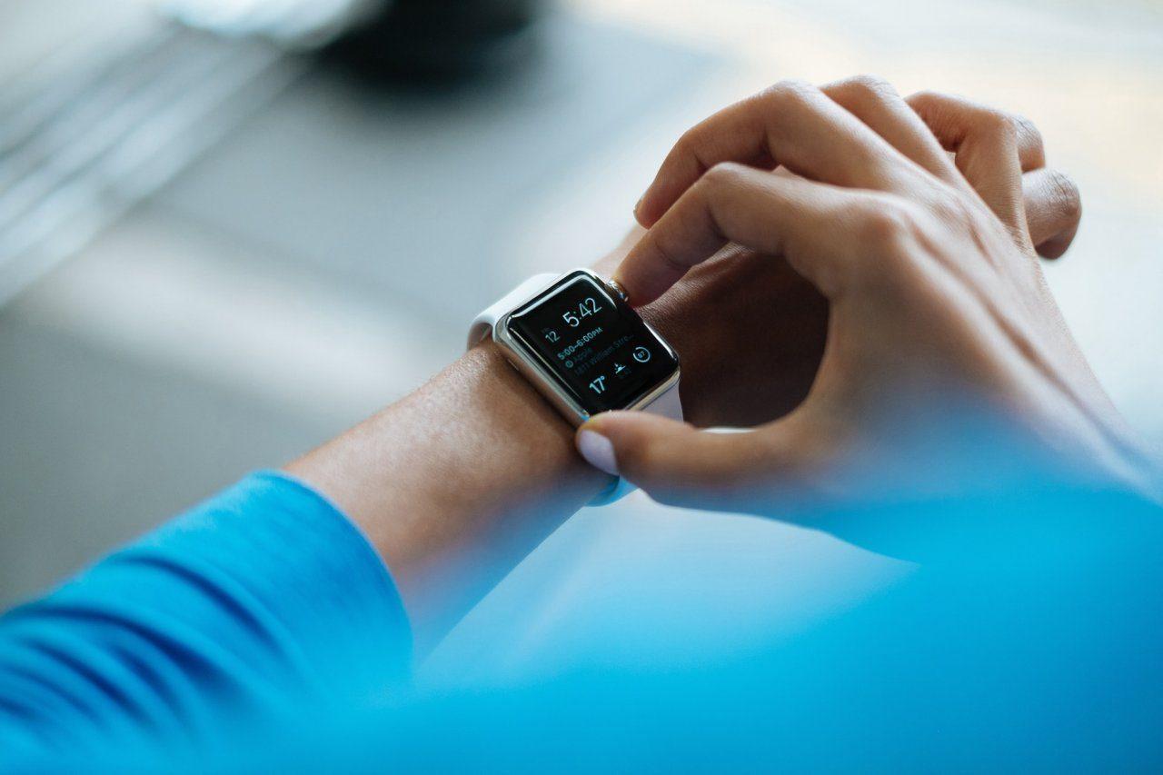 ТОП-5 смарт часов, Apple Watch 4