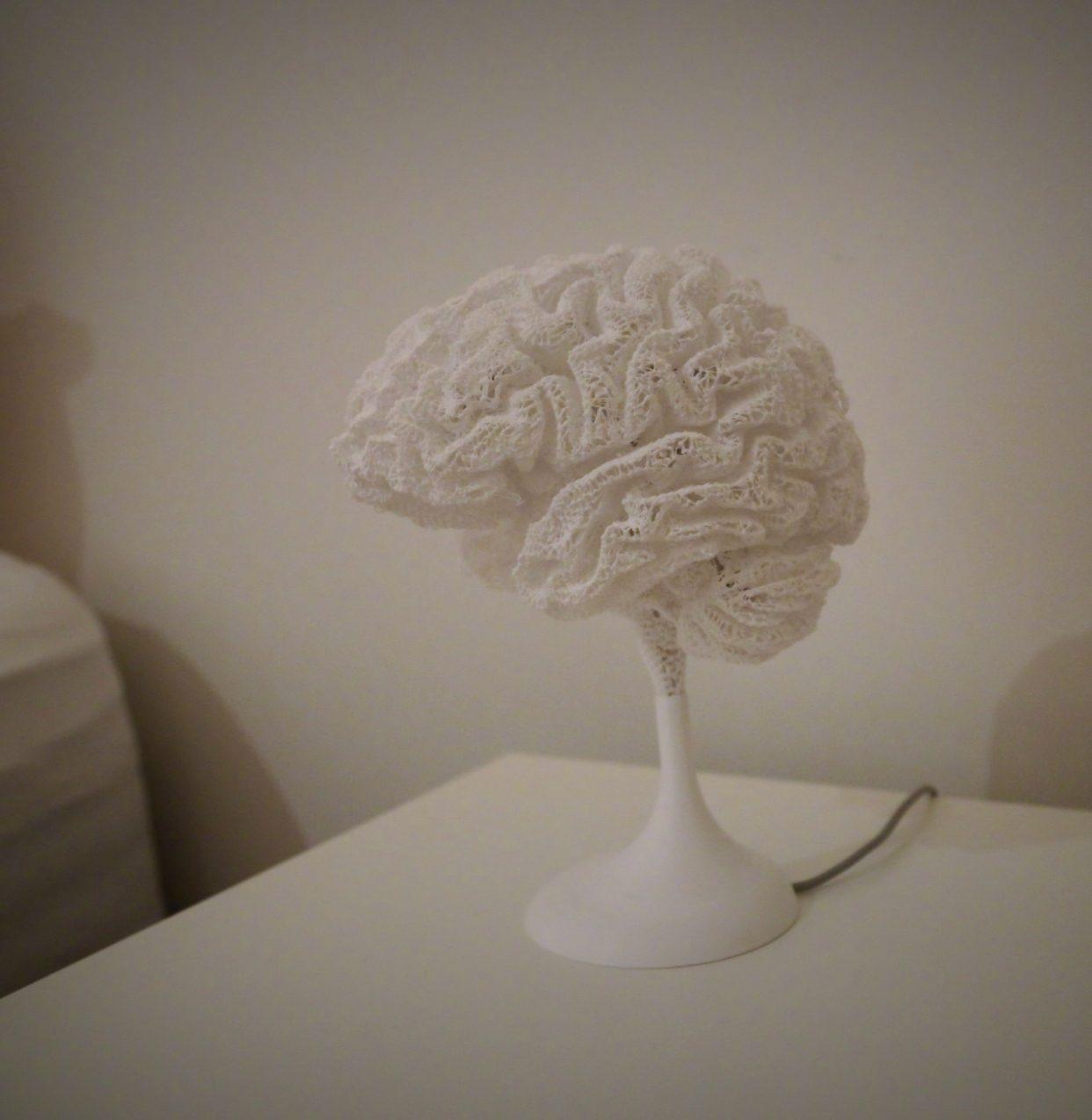 Настольная лампа, которая копирует мозг