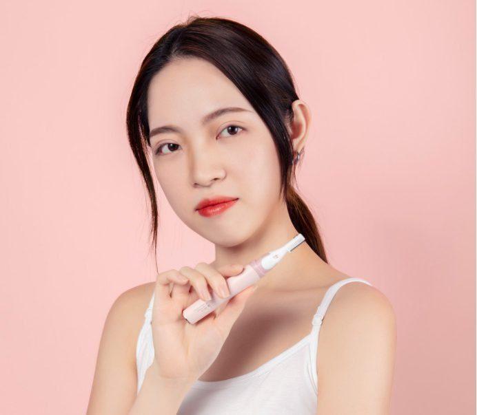 Xiaomi выпустила триммер для бровей