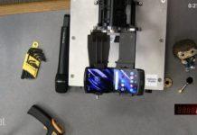 Motorola RAZR сломалась после 27 000 раскладываний