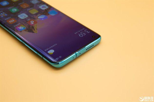 Xiaomi Mi 10 в синем цвете