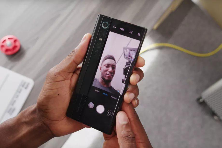 Mi Mix Alpha показан в видеообзоре популярным блогером