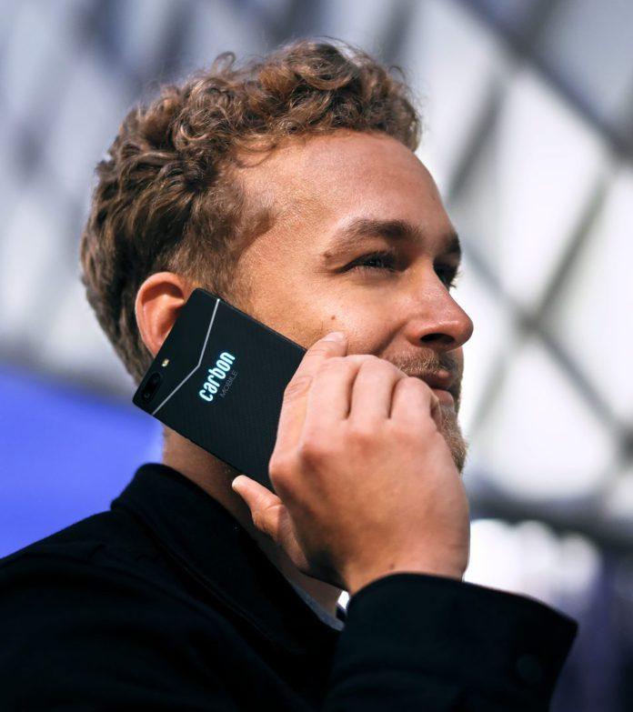 Первый углеродный смартфон-монокок из Германии – Carbon 1 Mark II