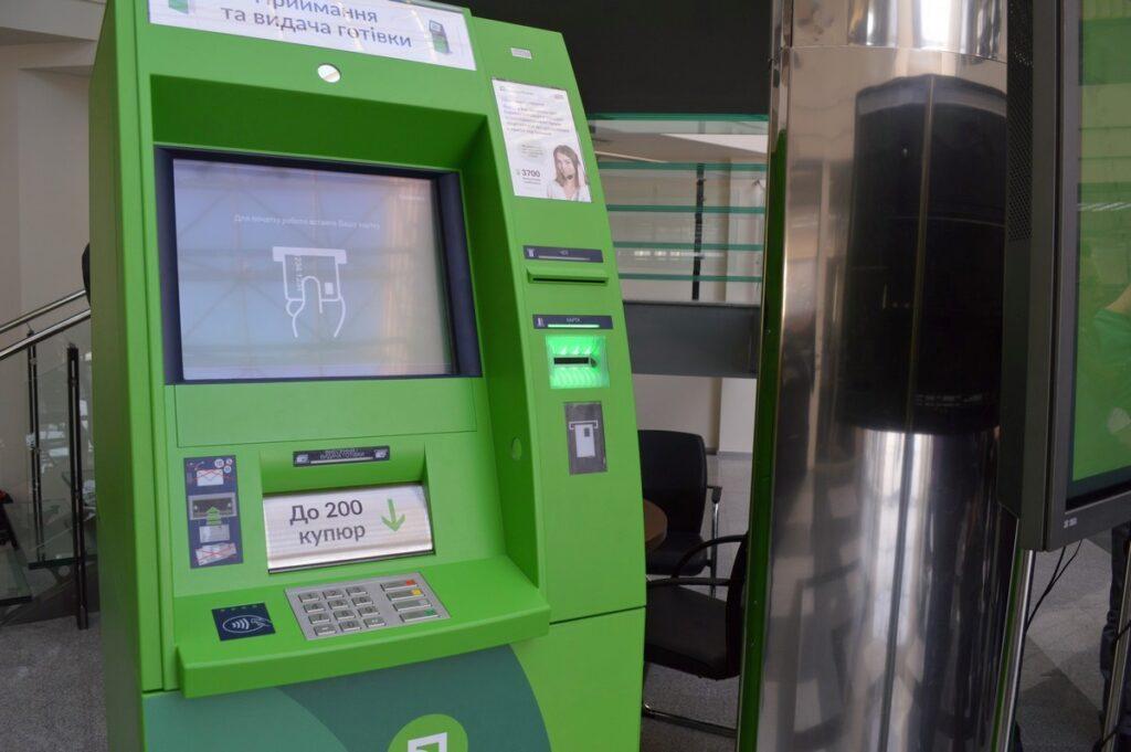 В Приватбанке изменили правила снятия налички через банкоматы