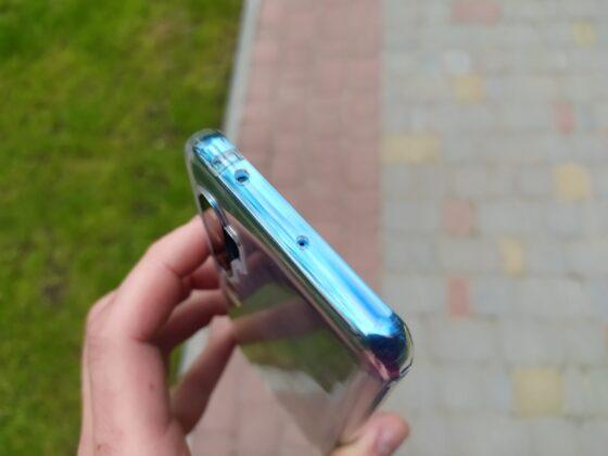 Смартфон в чехле