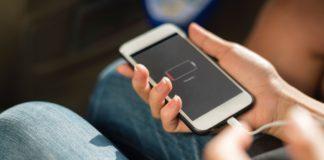 iPhone SE 2020 не справляется