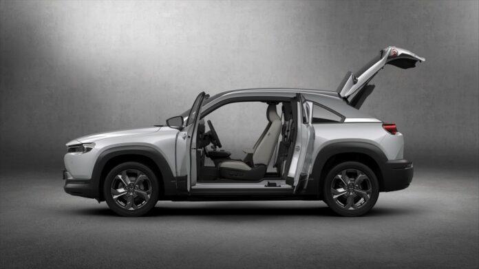 Mazda выпустил свой первый серийный автомобиль на электрическом двигателе – MX-30