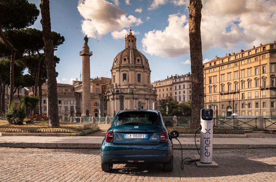 Характеристики электрокара Fiat 500 рассекречены итальянским производителем