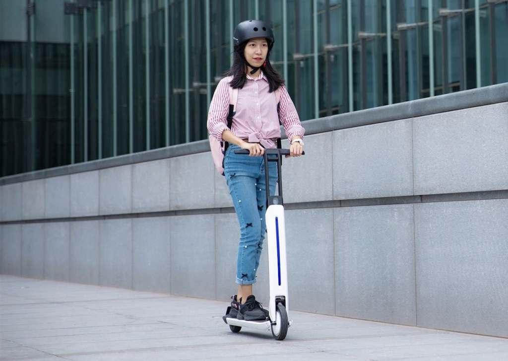 Segway Ninebot начала продавать свой футуристичный самокат за ценой 569 долларов