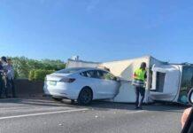 Из-за автопилота Tesla Model 3 случилась авария