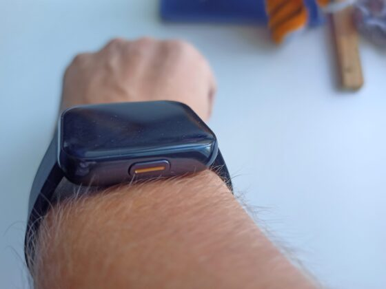 Realme Watch на руке