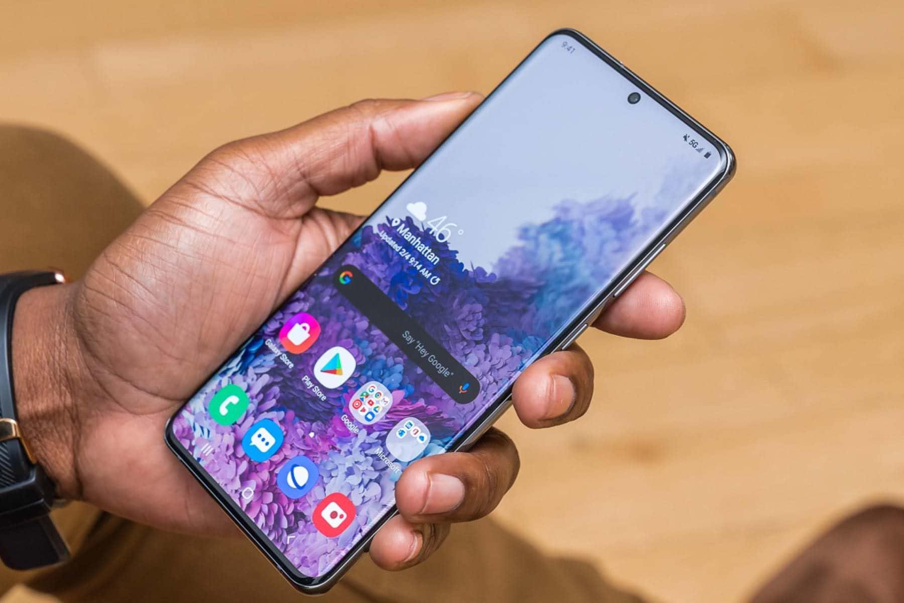 Samsung Galaxy S20 попал в рейтинг самых компактных смартфонов 2020 года имея самую большую диагональ экрана из всего списка