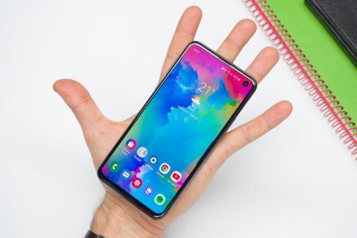 составлен рейтинг лучших компактных смартфонов 2020 года