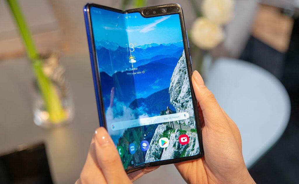 Apple закупает дисплеи Samsung для создания гибкого смартфона