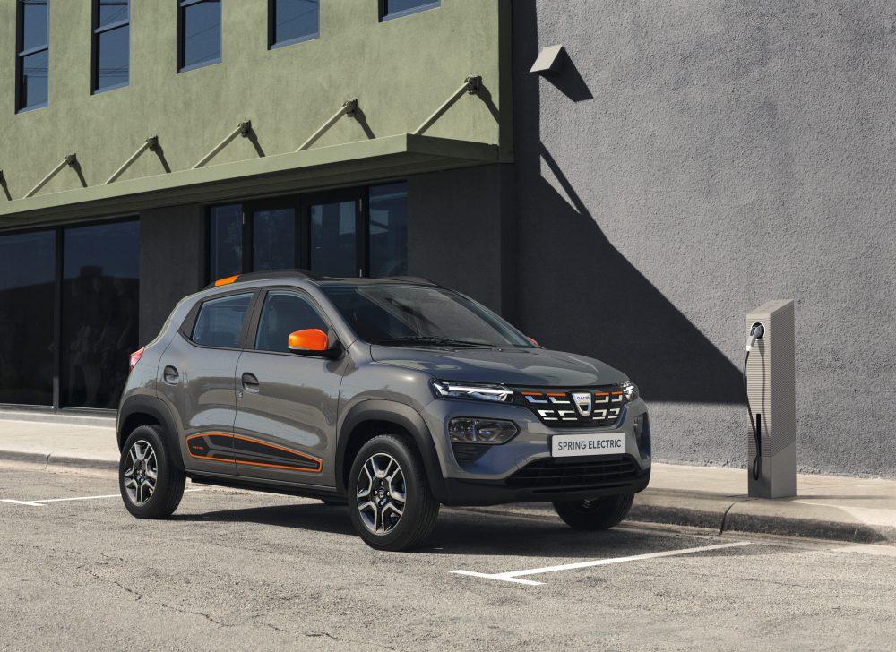 Компания Renault показала самый дешевый в Европе электрокар и концепт электрокроссовера