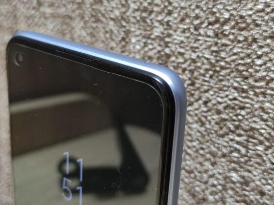 Пленка на смартфоне с завода