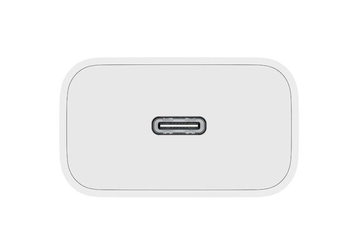 """Xiaomi выпустила """"вилку"""" для зарядки iPhone 12"""