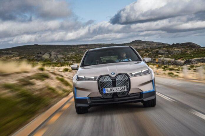 Электрический кроссовер BMW iX представлен официально
