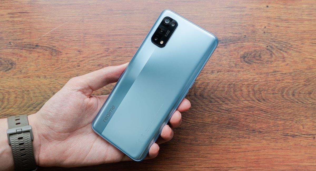 Восемь лучших смартфонов 2020 года бюджетного и среднего класса - Realme 7 Pro