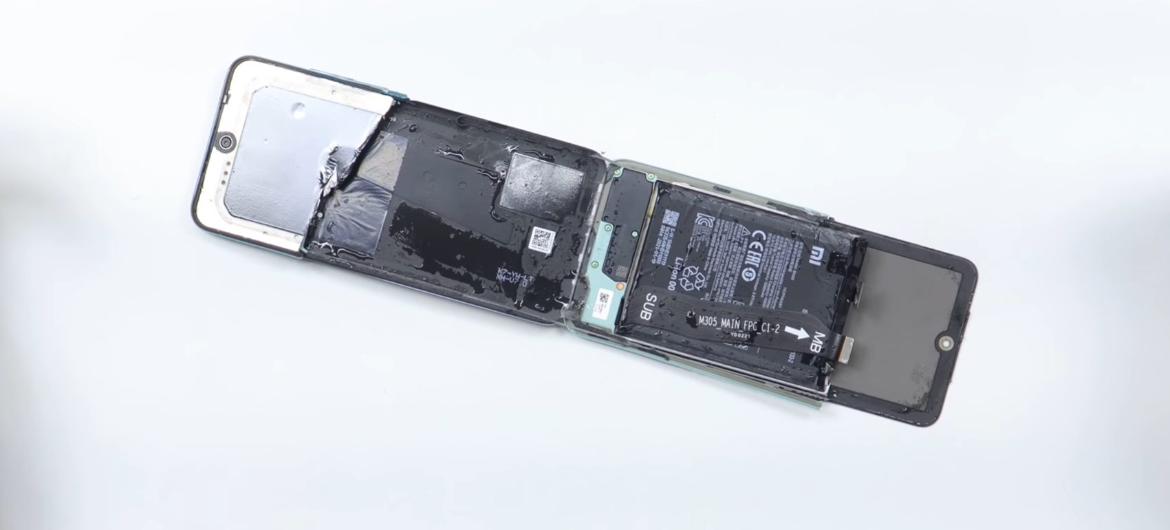 Xiaomi Redmi Note 10 разорвали на части голыми руками