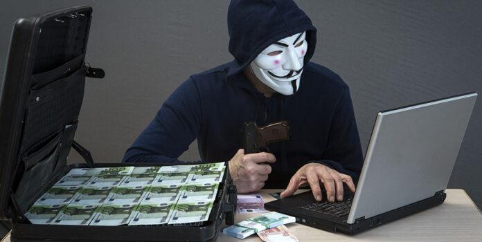Мошенники обманули двух женщин на 213000 гривен и 1200 долларов