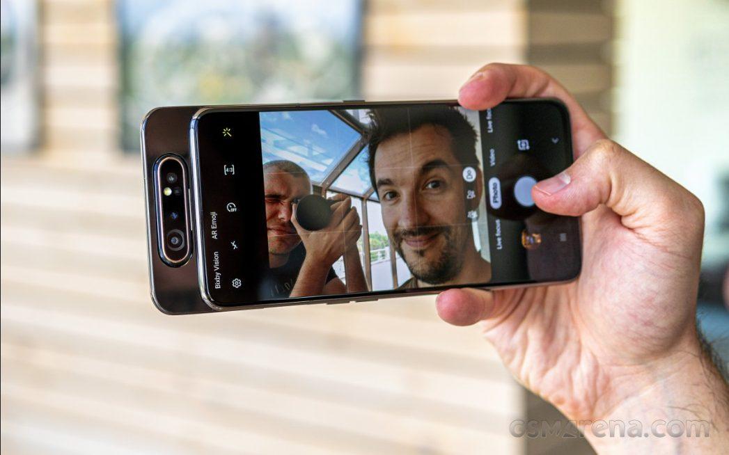 Необычный смартфон Samsung получит камеру Sony