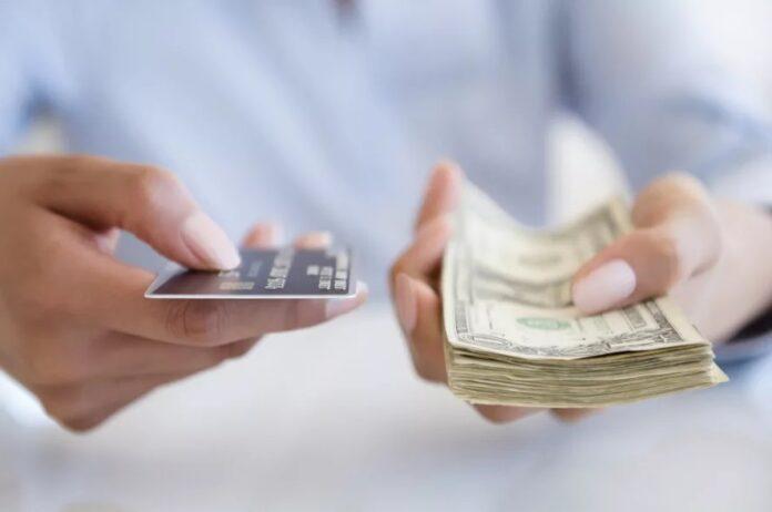 «Приватбанк »і Ощадбанк лякають українців новим побором в розмірі 200 гривень