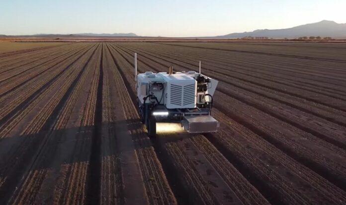 Carbon Robotics представила роботизированный трактор, который может стрелять лазерами