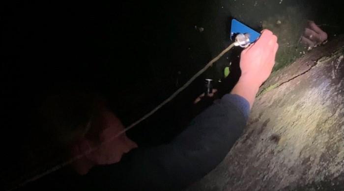 iPhone 12 Pro случайно упал в реку, чтобы его выловить использовали MagSafe