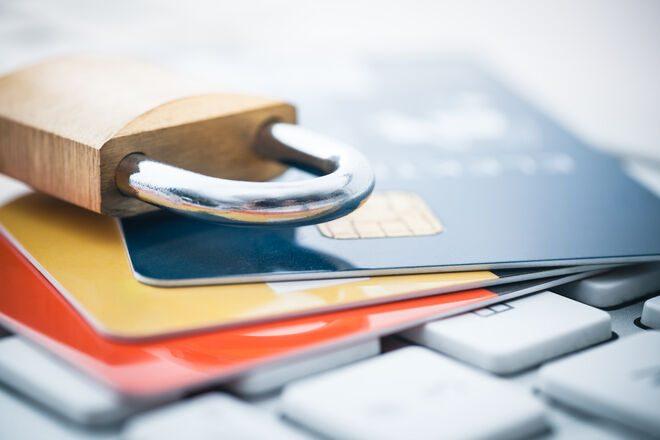 «Приватбанк» блокирует карты пользователей с 21-летним клиентским стажем после актуализации данных