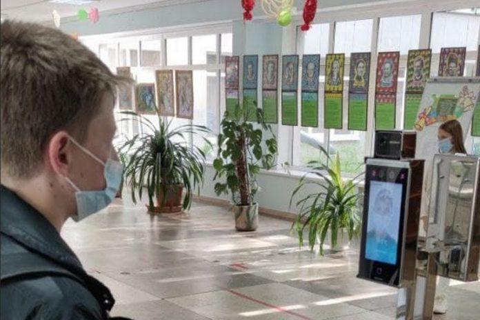 «Приватбанк» и Visa запустили пилотный проект биометрической системы контроля доступа в образовательные учреждения