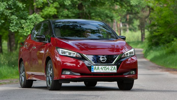 Nissan Leaf дебютировал в Украине по цене почти 1 млн гривен