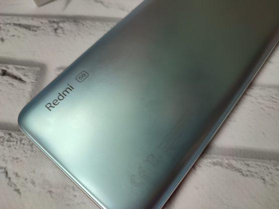 Redmi Note 10 5G в руке