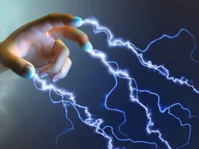 Тело человека превратили в передатчик для зарядки мобильных устройств