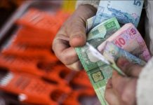Любителей накапливать пенсию на банковских картах предупредили о последствиях