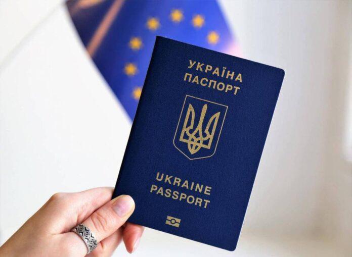 1 августа в Украине подорожает проезд, повысятся пенсии и закончится эпоха бумажных паспортов
