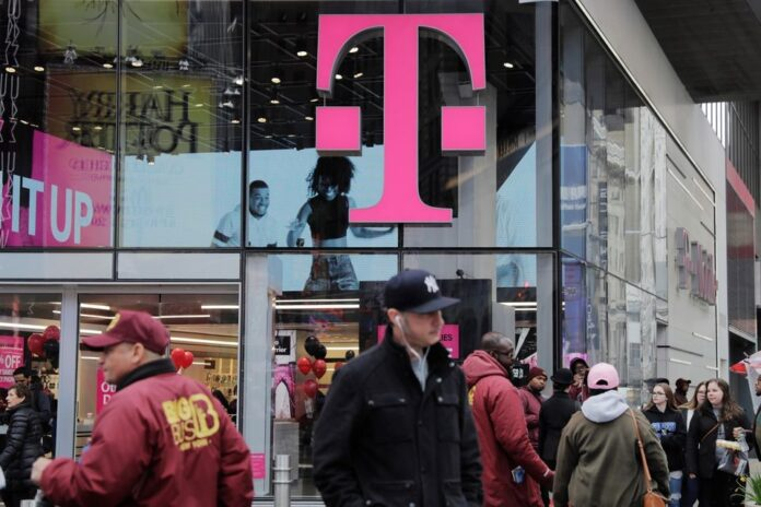 Хаккеры украли данные 7.8 млн клиентов T-Mobile US