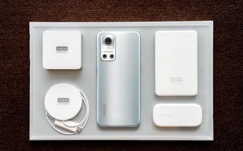 Особенности первого Android-смартфона с магнитной зарядкой