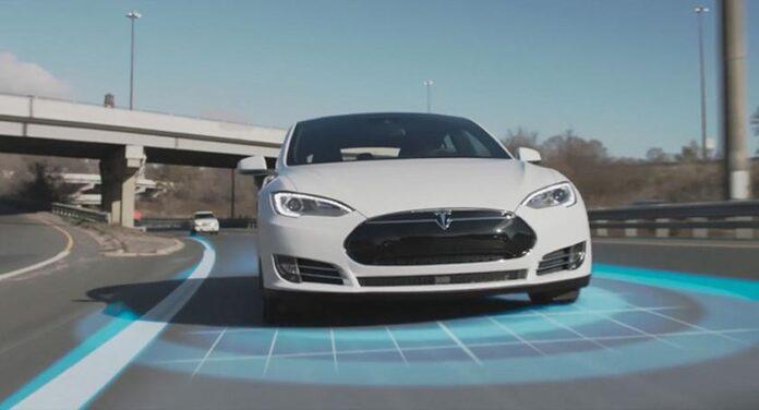 Полный автопилот Tesla протестировали на дорогах Киева